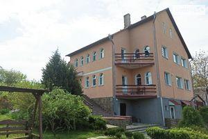 Продається будинок 2 поверховий 309.4 кв. м з балконом