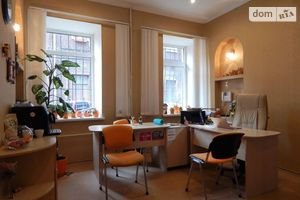 Продается офис 48 кв. м в нежилом помещении в жилом доме