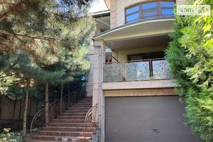 Продается дом на 3 этажа 411 кв. м с гаражом