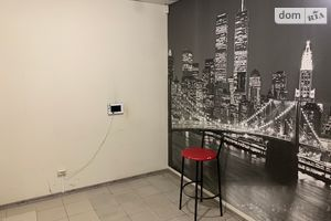 Продається офіс 140 кв. м в нежитловому приміщені в житловому будинку