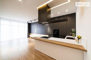 Продается 3-комнатная квартира 97.6 кв. м в Ужгороде