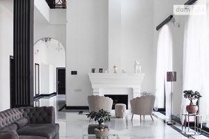 Продается дом на 2 этажа 320 кв. м с участком