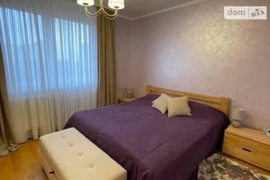 Продается 3-комнатная квартира 75 кв. м в Ужгороде