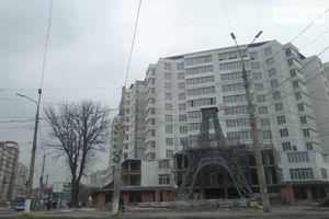 Продається приміщення вільного призначення 100 кв. м в 11-поверховій будівлі
