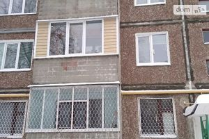Продается 4-комнатная квартира 62 кв. м в Чернигове