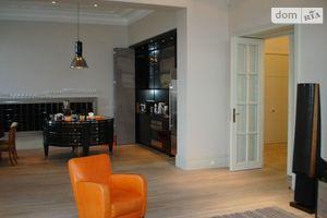Продается 4-комнатная квартира 256 кв. м в Одессе