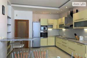 Продается 4-комнатная квартира 178 кв. м в Киеве