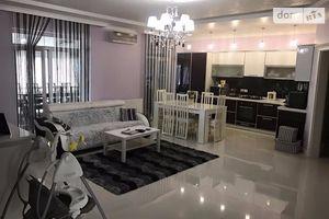 Продается 4-комнатная квартира 149 кв. м в Ужгороде